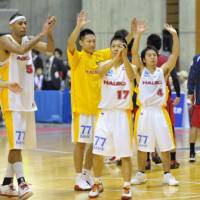 Saluting the fans: The Sendai 89ers, seen greetings the team's boosters after Saturday's season-opening win, improved to 2-0 by beating the Iwate Big Bulls on Sunday in Morioka. | KYODO