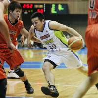 No problem: Levanga guard Haruhito Shishito drives against the Jets defense during their Emperor's Cup game on Wednesday. Levanga routed the Jets 97-59. | KYODO