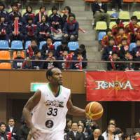 Motivated: After waiting to get a call from a bj-league team that never came, veteran swingman Billy Knight signed with the JBL2's Hyogo Storks. | HIROKO IWASA