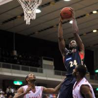 Higher and higher: Yokohama's Justin Burrell (24), seen here in a file photo, scored 12 points and grabbed seven rebounds in Friday's 87-65 loss to the Hannaryz. | YOSHIAKI MIURA