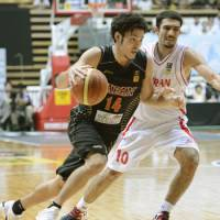 Strong performance: Japan's Kosuke Kanamaru drives past Iran's Hamed Afagh in the FIBA Asia Cup final on Saturday at Ota City General Gymnasium in Tokyo. Kanamaru scored a game-high 16 points in Japan's 53-51 loss. | KYODO