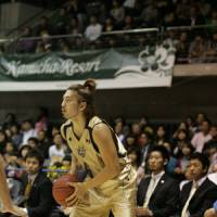 Productive afternoon: Golden Kings guard Shigeyuki Kinjo, seen in this file photo from 2009, scored 20 points on Sunday in the series finale against the HeatDevils. | RYUKYU GOLDEN KINGS/BJ-LEAGUE
