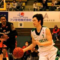 Productive work: Broncos guard Yuki Kitamuki chips in with 13 points, five assists and two steals in Saturday's win over the Evessa. | HIROAKI HAYASHI