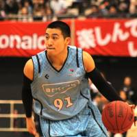 The catalyst: Masaharu Kataoka, seen in this recent file photo, scores a game-best 25 points to lead the Kyoto Hannaryz to a 78-65 road win against the Shinshu Brave Warriors on Saturday. | HIROAKI HAYASHI