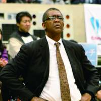 Commitment to excellence: Osaka Evessa coach Bill Cartwright has turned around the franchise, which went 5-19 to start the season, since taking the helm in late January.  | HIROAKI HAYASHI