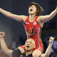 Yoshida defends wrestling gold in Beijing