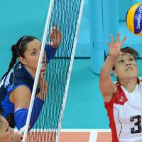 Four-set loss: Yoshie Takeshita sets the ball against Italy on Monday in their Group A match at Earls Court. Italy won 25-22, 25-21, 20-25, 25-22. | AFP-JIJI