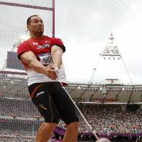 Murofushi advances to hammer final