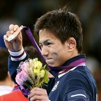 Shinichi Yumoto earns bronze medal in 55-kg freestyle wrestling