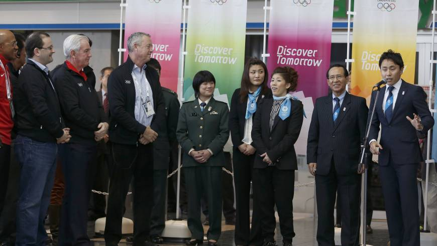 Promoting the bid: Japanese Olympic Committee ambassador Yuki Ota (right) delivers a speech as International Olympic Committee Vice President Craig Reedie of Britain (third from left) listens during an inspection tour at Tokyo Big Sight on Wednesday.