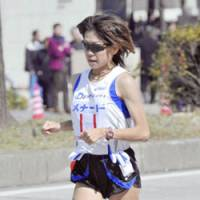 Naoko Takahashi runs far behind the leading group around the 18-km mark of the Nagoya International Women's Marathon on Sunday. | KYODO PHOTOS