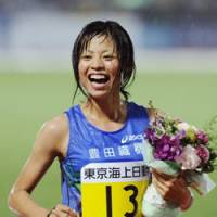Winning feeling: Yuriko Kobayashi celebrates her 5,000-meters win in Kawasaki on Sunday. | KYODO PHOTO