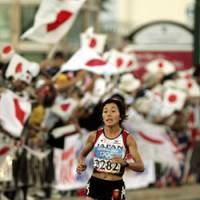 Golden performance: Mizuki Noguchi, seen running in the women's marathon at the 2004 Athens Summer Olympics, is gearing up to defend her title next month in Beijing. | AP PHOTO
