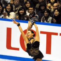 Home cooking: World champion Mao Asada will have a chance to win her second straight Grand Prix Final when Tokyo hosts the event this coming December. | YOSHIAKI MIURA PHOTO