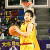 Steady performer: Sendai 89ers point guard Hikaru Kusaka, who has 129 assists and 44 turnovers entering this weekend, cannot compete for a spot on the national team because he plays in the bj-league. All of the bj-league's players face the same predicament. | KAZ NAGATSUKA