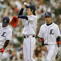 Toothless Lion: Takayuki Kishi (center) was the toast of the 2008 postseason but hasn't done much to help the Seibu Lions down the stretch in 2009. | KYODO PHOTO