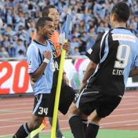 Frontale, Antlers, Gamba taking J. League title race down to wire