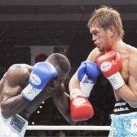 Rough and rugged: Nobuhiro Ishida (right) exchanges punches with Colombian challenger Oney Valdez in a WBA super weltwerweight bout on Tuesday in Osaka. Ishida retained his interim title with a unanimous decision. | KYODO PHOTO