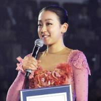 World class: Mao Asada speaks to the crowd at a ceremony in which she was honored by Guinness World Records for her three triple axels at the Vancouver Olympics. | KYODO PHOTO