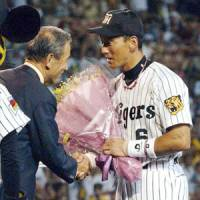 Not done yet: Tomoaki Kanemoto, seen being honored for playing every inning in 701 straight games, should continue to play a major role for the Hanshin Tigers. | KYODO PHOTO