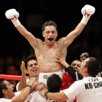 New champion: Mexico's Fernando Montiel celebrates after beating Hozumi Hasegawa to capture the WBC bantamweight crown on Friday at Nippon Budokan. | AP PHOTO