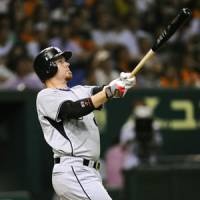 Roaring Tigers: Hanshin slugger Craig Brazell hit three home runs to help the Tigers beat the Giants in two out of three games over the weekend. | KYODO PHOTO