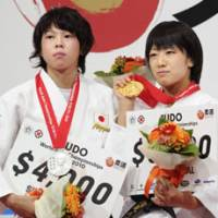 Haruna Asami (right) and Tomoko Fukumi pose with their gold and silver medals won in the 48 kg division of the world judo championship held at Yoyogi National Gymnasium. | KYODO PHOTO
