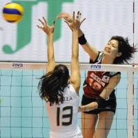 Intense match: Japan's Saori Kimura and Brazil's Sheilla Castro compete at the net in the semifinals of the 2010 FIVB Women's World Volleyball Championship on Saturday. | KYODO PHOTO