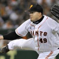 Looking for a spot: Giants pitcher Dicky Gonzalez is returning after a dismal 2010 campaign. | KYODO PHOTO