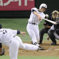 Swing for the fences: Michihiro Ogasawara heads into the Giants' true home opener at Tokyo Dome on Tuesday with a chance to reach 2,000 career hits. | KYODO PHOTO