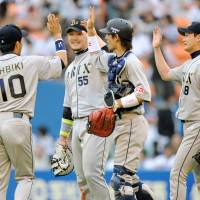 Getting it right: The Orix Buffaloes hope to parlay a strong interleague performance into a spot in the Pacific League Climax Series. | KYODO PHOTO