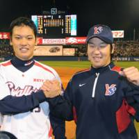 Youthful talent: Pitchers Kyohei Muranaka (left) and Katsuki Akagawa helped the Tokyo Yakult Swallow defeat the Yomiuri Giants in the CLCS first stage. Akagawa, Ryoji Aikawa and Ryosuke Morioka each made major contributions in the three-game series, proving again that anything can happen in sports. | KYODO