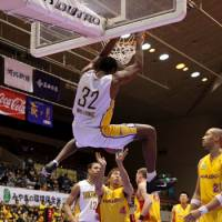 Hang time: Five Arrows center Nyika Williams completes a reverse slam dunk against the 89ers on Saturday in Sendai. Takamatsu lost 86-78. | DOMINIKA FITZGERALD