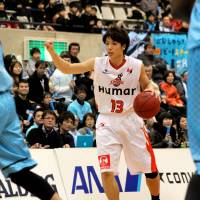 Room to grow: Osaka Evessa guard Takuya Hashimoto, who turns 19 in December, is benefiting from bench boss Bill Cartwright's decades of wisdom in the game. | HIROAKI HAYASHI