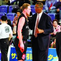 Lessons from the legend: Osaka Evessa coach Bill Cartwright, a three-time NBA champion as a player, has raised the stakes for center Rick Rickert (pictured) and his teammates. | HIROAKI HAYASHI