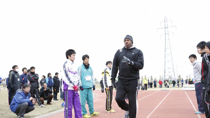 Big-time credentials: Mike Powell, who set the world record of 8.95 meters in the long jump in 1991 in Tokyo, conducts a training session on Sunday..