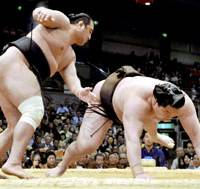 No. 2 maegashira Aminishiki slams down yokozuna Hakuho on Wednesday during fourth-day action of the Spring Grand Sumo Tournament at Osaka Prefectural Gymnasium. | KYODO PHOTO
