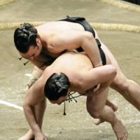Unprecedented: Ozeki Kotooshu forces out sekiwake Ama to become the first European-born sumo wrestler to win the Emperor's Cup on Saturday at Tokyo's Ryogoku Kokugikan on the 14th day of the Summer Grand Sumo Tournament. | KYODO PHOTO