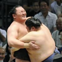 Nothing's perfect: Hakuho reacts to his first defeat at the Nagoya Grand Sumo Tournament. | KYODO PHOTO