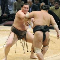 Easy does it: Hakuho scores another win at the Kyushu Grand Sumo Tournament on Monday. | KYODO PHOTO