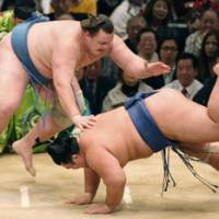 In the hunt: Baruto, who is one win off the pace, drops Kotoshogiku to the dirt on Saturday in the Spring Grand Sumo Tournament in Osaka. | KYODO PHOTO