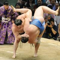 Perfect, perfect, perfect: Hakuho gets the better of Baruto on the final day of the Nagoya Grand Sumo Tournament on Sunday. | KYODO PHOTO
