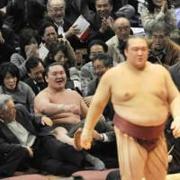 No further: Hakuho looks on from the crowd after being dumped out of the ring by Kisenosato at the Kyushu Grand Sumo Tournament in Fukuoka on Monday. | KYODO PHOTO