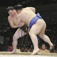 Party pooper: Kaio (right) gets the better of Hakuho at Ryogoku Kokugikan on Sunday. | KYODO