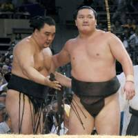 New champ: Harumafuji (left) improves to 14-0 at the Nagoya Grand Sumo Tournament by beating Hakuho Saturday. | KYODO PHOTO