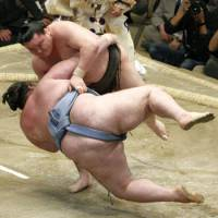 Yokozuna Hakuho muscles down Gagamaru on Friday, the sixth day of the  Summer Grand Sumo Tournament at Tokyo's  Ryogoku Kokugikan. | KYODO