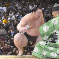 Standard of excellence: Yokozuna Hakuho secured his 23rd Emperor's Cup  Saturday at the Kyushu Grand Sumo Tournament. | KYODO