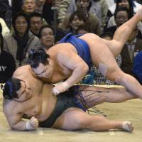 Brute strength: Kakuryu (right) overpowers Takayasu on Wednesday at the Spring Grand Sumo Tournament in Osaka. | KYODO