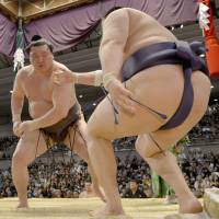 Hakuho turns tables on upset-minded Tokitenku