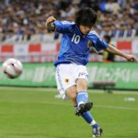 Just missed it: Japan midfielder Shunsuke Nakamura shoots a free kick but fails to score during the Kirin Cup match against Paraguay on Tuesday at Saitama Stadium 2002. The match ended in a scoreless draw. | KYODO PHOTO